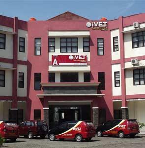Galleri 8 kampus IVET-Semarang